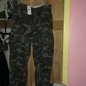 Brand new fashionova pants..They couldn't fit.